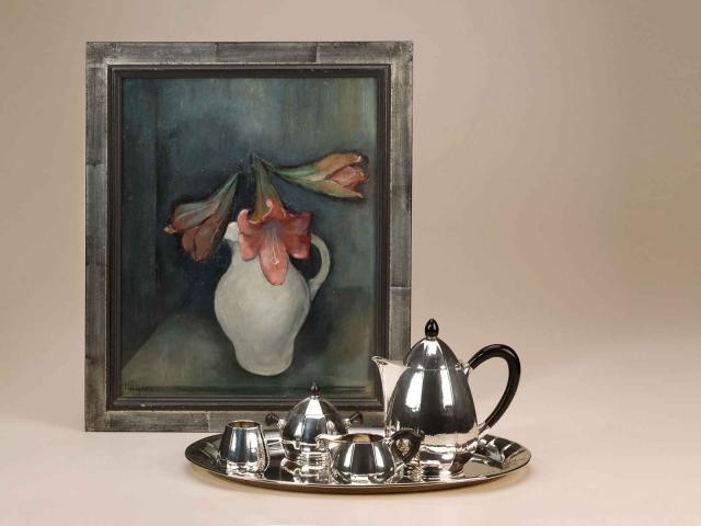 Art Deco zilveren servies van Roelof Citroen (verkocht); schilderij van Henriette Pessers (verkocht)