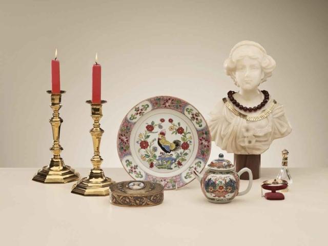 Een bijzonder haantjes-bord, Famille Rose; het theepotje is Amsterdams bont