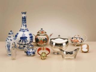 Pracht Kangxi fles (verkocht); het schattige miniatuur theepotje is verkocht