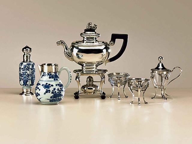 Pracht Hollands zilveren theepot op komfoor. Pronkstuk uit de vroege 19de eeuw