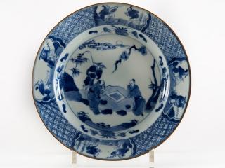 het Chinees porselein is vervaardigd onder de regering van keizer Kangxi (1662-1722)